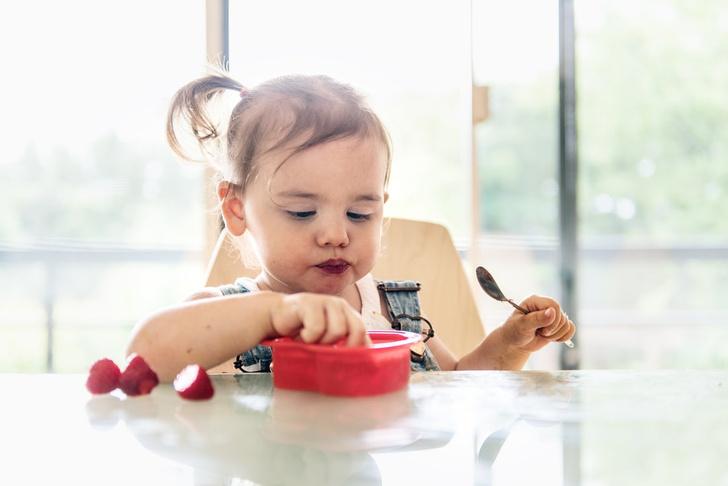 как научить ребёнка есть ложкой самостоятельно