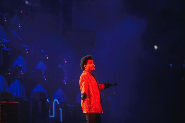 Фото №2 - О мемном выступлении The Weeknd-а выйдет документальный фильм