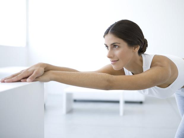 Фото №3 - Держим спину: 8 лучших упражнений для балетной осанки