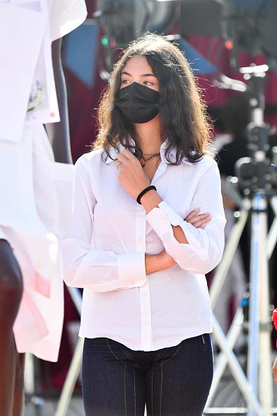 Фото №2 - Пока подружки носят кроп-топы, она выбирает белоснежную рубашку: Дева Кассель— умница-дочка Венсана Касселя и Моники Беллуччи в Венеции