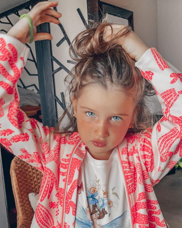 Фото №1 - Куча платьев и детский горшок: как выглядит комната 5-летней дочки Бородиной