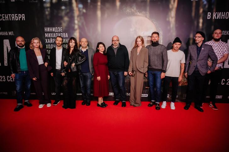 Фото №4 - Какой фильм, такие и наряды: Ходченкова появилась на премьере «Дела» в строгом костюме