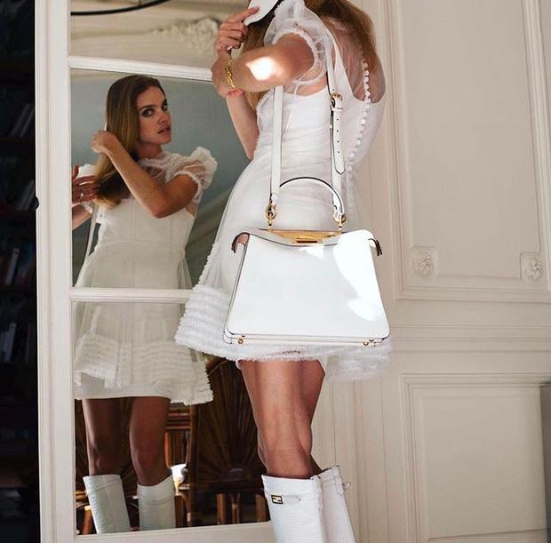 Фото №1 - Словно Снегурочка: Наталья Водянова в невероятно нежном полупрозрачном платье Fendi
