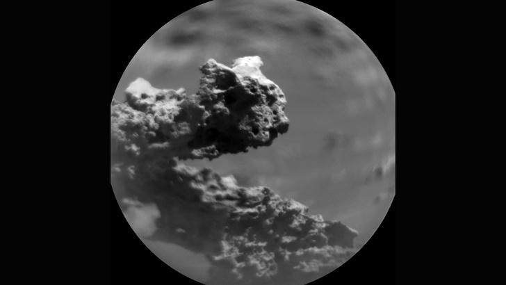 Фото №1 - На Марсе сняли «кошку на квадроцикле»