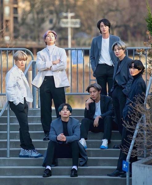 Фото №1 - Агентства BTS и BLACKPINK объявили о сотрудничестве