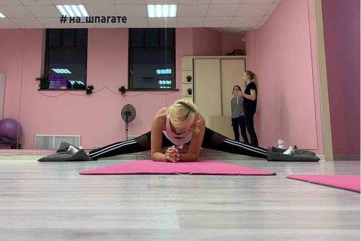 Фото №4 - Растягивая неудовольствие: редактор Woman.ru пытается за неделю сесть на шпагат [день первый]