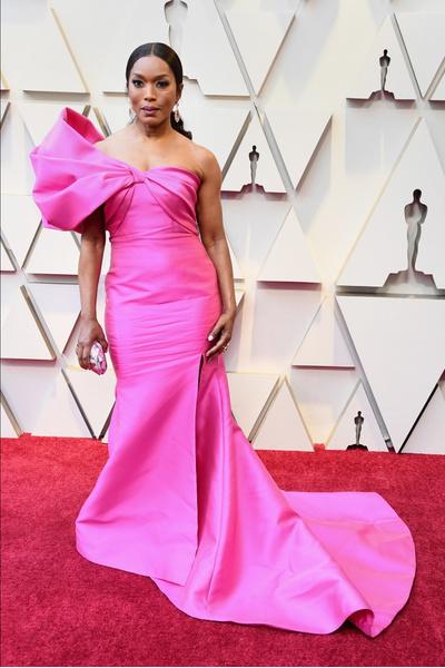 Фото №2 - Модные гостьи «Оскара-2019» сделали ставку на самый стильный цвет — розовый