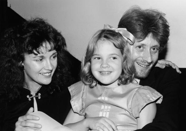 Дрю с родителями в 1982 году