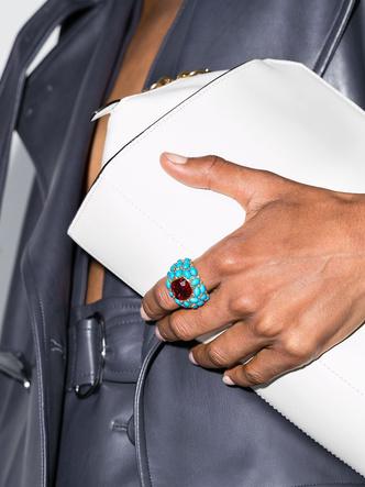 Фото №5 - Коктейльные кольца: самый яркий ювелирный тренд сезона