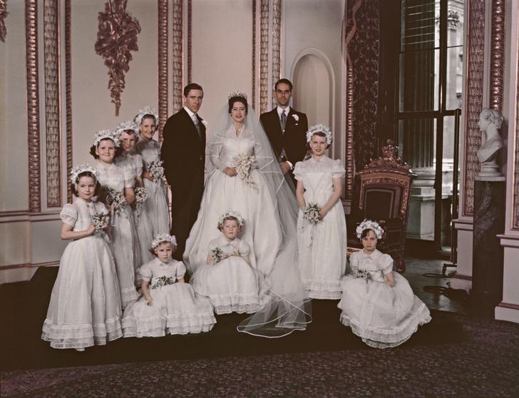 Фото №7 - Самые знаменитые свадебные платья Виндзоров: неудачные, смелые и даже бодипозитивные
