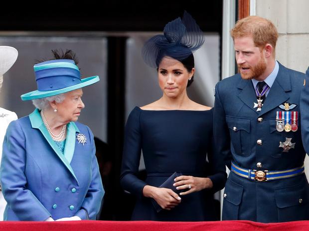 Фото №2 - На ковер: почему Королева требует от Гарри срочно прибыть в Великобританию (и без Меган)