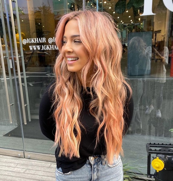 Фото №3 - Персиковый блонд: самое трендовое летнее окрашивание 🍑