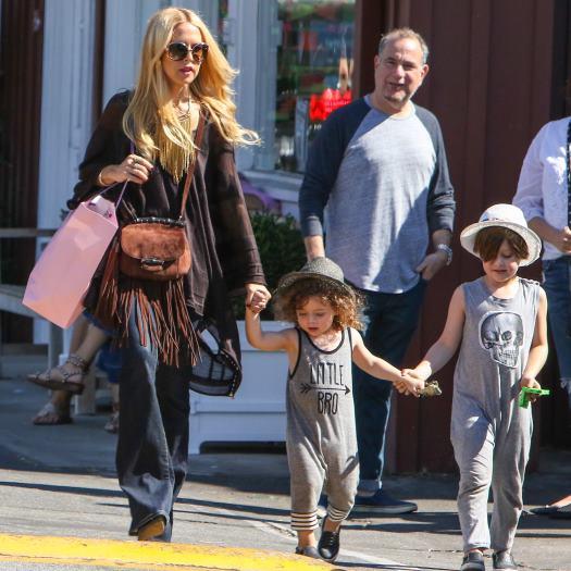 Рейчел Зоуи с детьми
