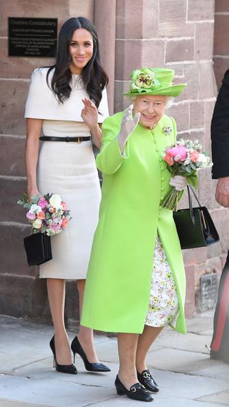 Фото №4 - Особые отношения: как Диана обращалась к Королеве (и почему Меган и Кейт не могут так делать)