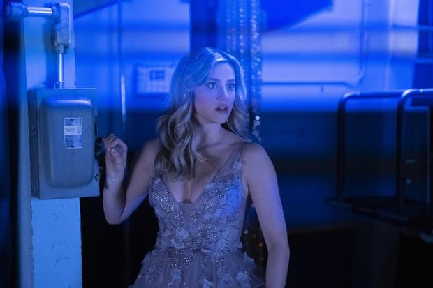 Фото №1 - Где купить такие же платья на выпускной, как у главных героинь сериала «Ривердейл» 💔