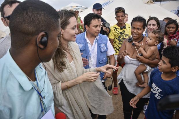 Фото №1 - Костяная рука: Анджелина Джоли снова напугала изможденными конечностями со вздутыми венами