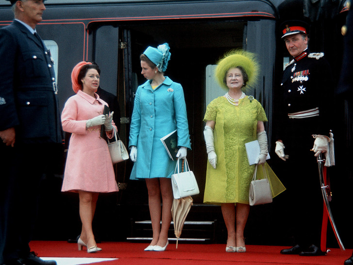 Фото №6 - Одним цветом: как королевские особы носят монохромные образы— 30 вдохновляющих примеров