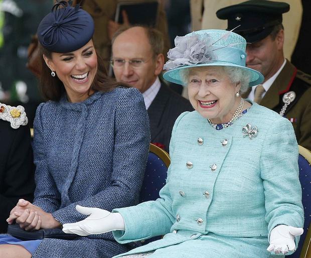 Фото №3 - Особый сюрприз: как Королева поздравит Кейт и Уильяма с десятой годовщиной свадьбы