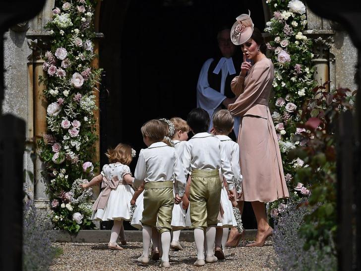 Фото №8 - Любимый бренд: самые роскошные выходы герцогини Кейт в Alexander McQueen
