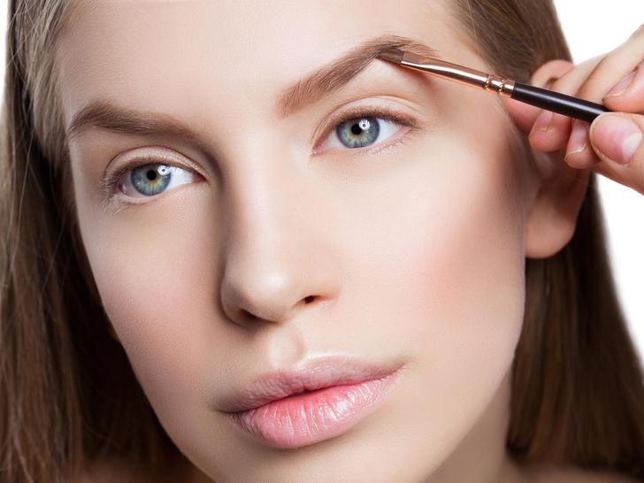 Фото №1 - 6 частых ошибок в макияже бровей (вы тоже их совершаете)