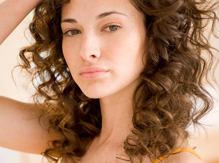 Фото №21 - 5 незаменимых средств для ухода за кудрявыми волосами