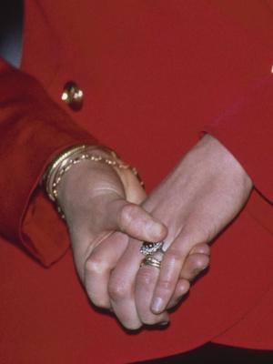 Фото №4 - Как изменилось помолвочное кольцо Дианы, когда оно перешло к Кейт