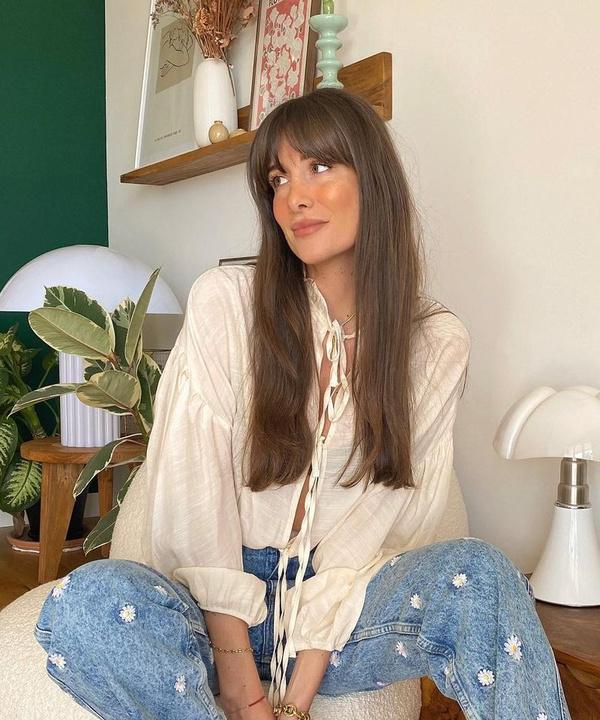 Привет, ромашки: Жюли Феррери в очаровательных джинсах с вышивкой