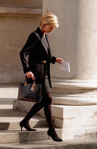 Фото №4 - Как принцесса Диана вершила модную революцию, пока сестры Дженнер ходили пешком под стол