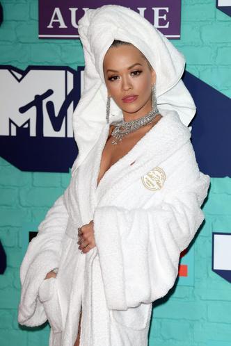 Фото №20 - Премия MTV EMA: лучшие звездные образы за всю историю