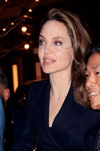 Фото №2 - Анджелина Джоли показала синяки под глазами