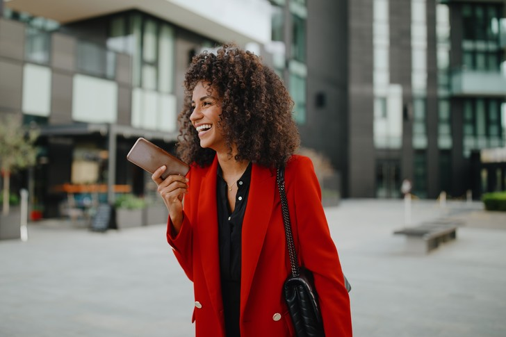 Фото №1 - Ты же леди: можно ли отправлять голосовые сообщения по правилам этикета