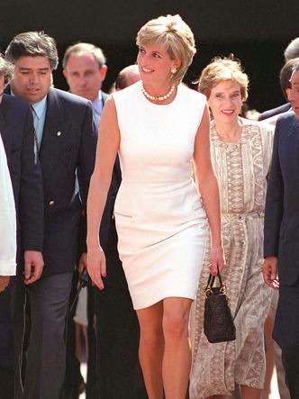 Фото №11 - Как принцесса Диана одевалась бы в наши дни (и осталась бы она иконой стиля?)