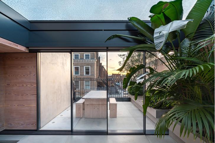 Фото №13 - Квартира с красной лестницей в Лондоне
