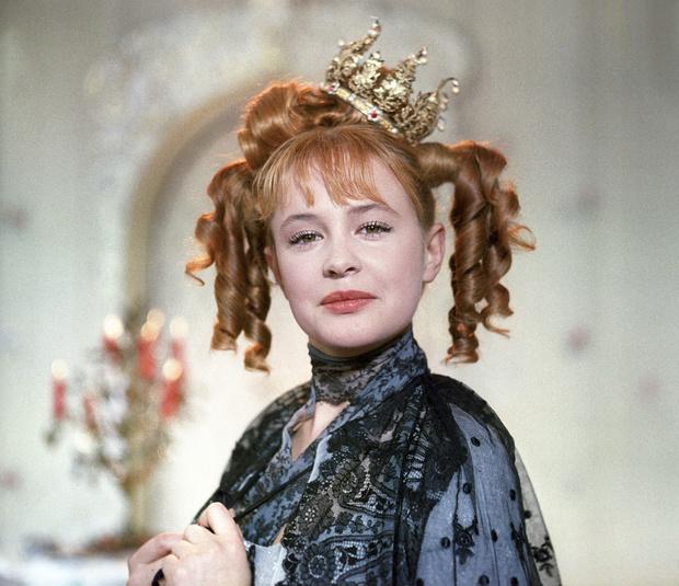 Фото №8 - Из принцесс в королевны: как менялась внешность героинь советских фильмов-сказок