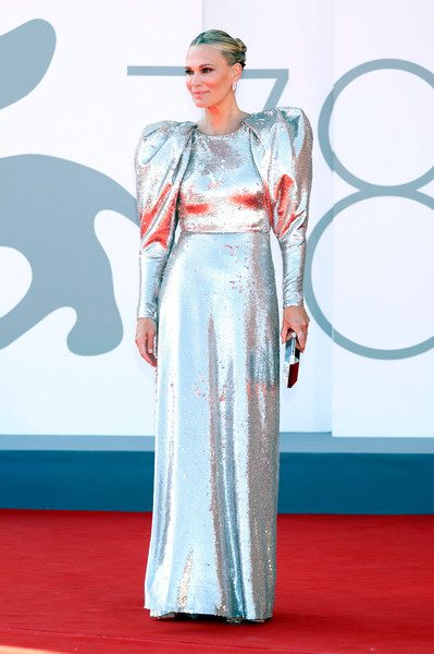 Фото №7 - 7 самых красивых звездных мам на красной дорожке Венецианского кинофестиваля-2021