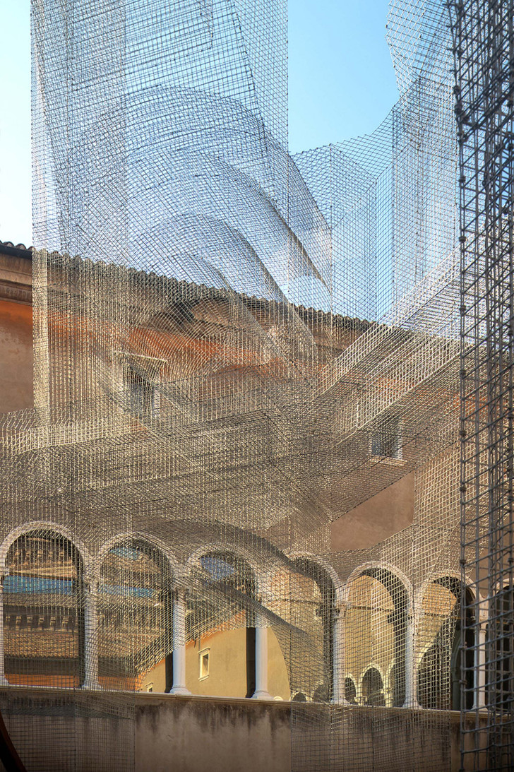 Фото №7 - Эфемерная инсталляция из проволочной сетки в Равенне