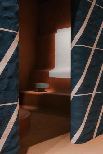 Фото №2 - Новая коллекция Hermès во впечатляющих декорациях Шарлотты Мако Перельман