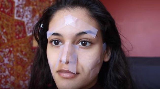 бьюти-блогер учит делать контуринг лица с помощью скотча