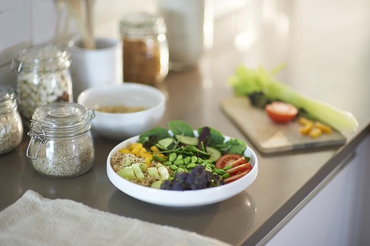 Фото №1 - Салаты из огурцов: простые и самые вкусные рецепты