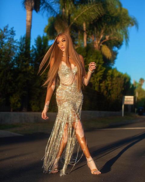 Фото №2 - Самое яркое бриллиантовое платье для вечеринки: показывает Винни Харлоу