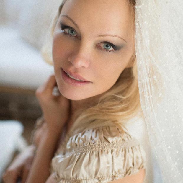 Фото №1 - Памела Андерсон тайно вышла замуж в пятый раз