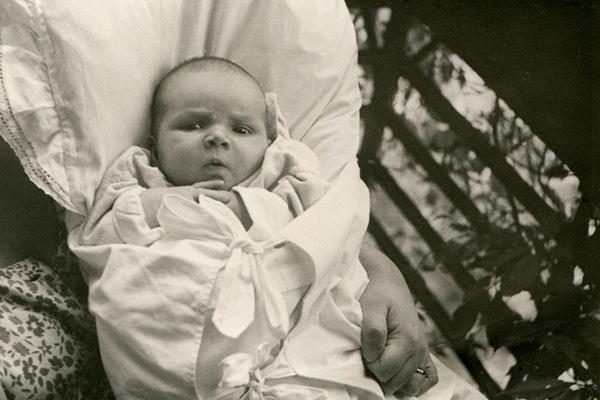 Фото №2 - Занимательная история: уход за младенцем вчера и сегодня