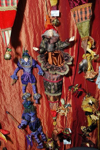 Игрушки со стразами все еще пользуются спросом – гламур актуален.