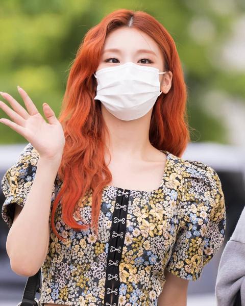 Фото №8 - Как одеться в стиле k-pop: повторяем стильные летние луки Йеджи из ITZY 😎