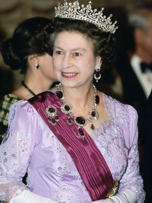 Фото №3 - Полный комплект: самые роскошные парюры британской королевской семьи