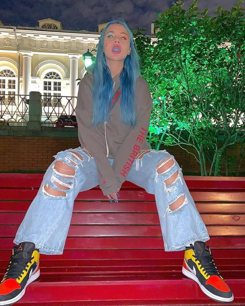 Фото №19 - 5 крутых образов с джинсами, подсмотренных у Миа Бойка