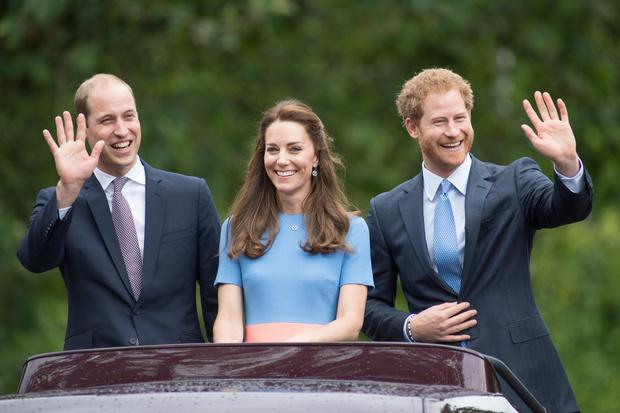 Фото №1 - Как Кейт пыталась помирить Уильяма и Гарри (и почему у нее ничего не вышло)