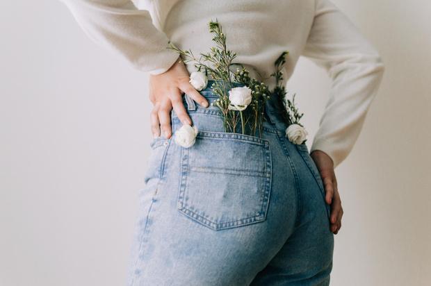 Фото №1 - Модные образы с джинсами: видеообзор от стилиста