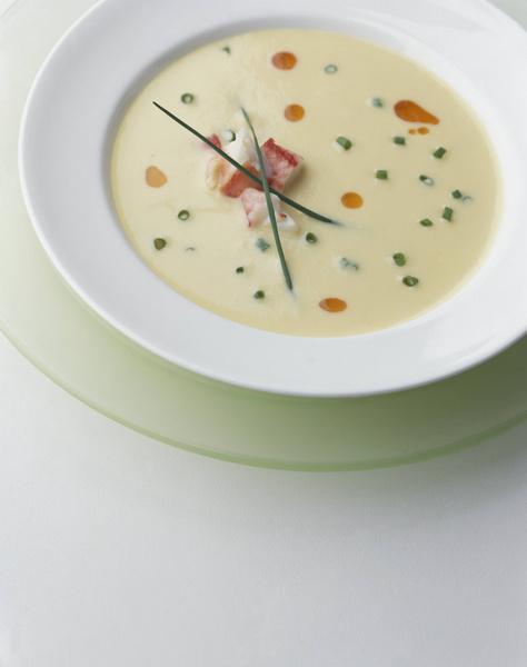 Фото №1 - Ты же леди: как правильно есть супы и другие жидкие блюда