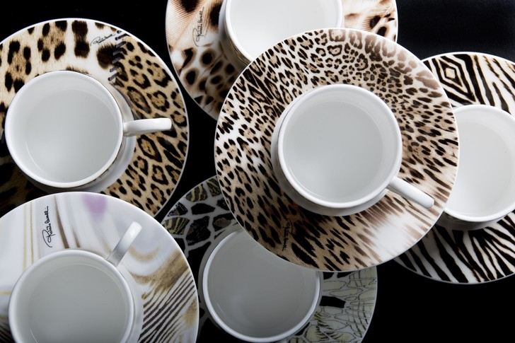 Фото №1 - Посуда и декор Roberto Cavalli теперь в That's Living